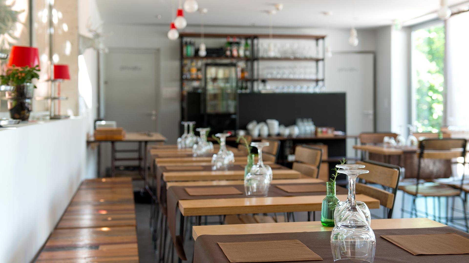Salle à manger de boutique hotel en Corse