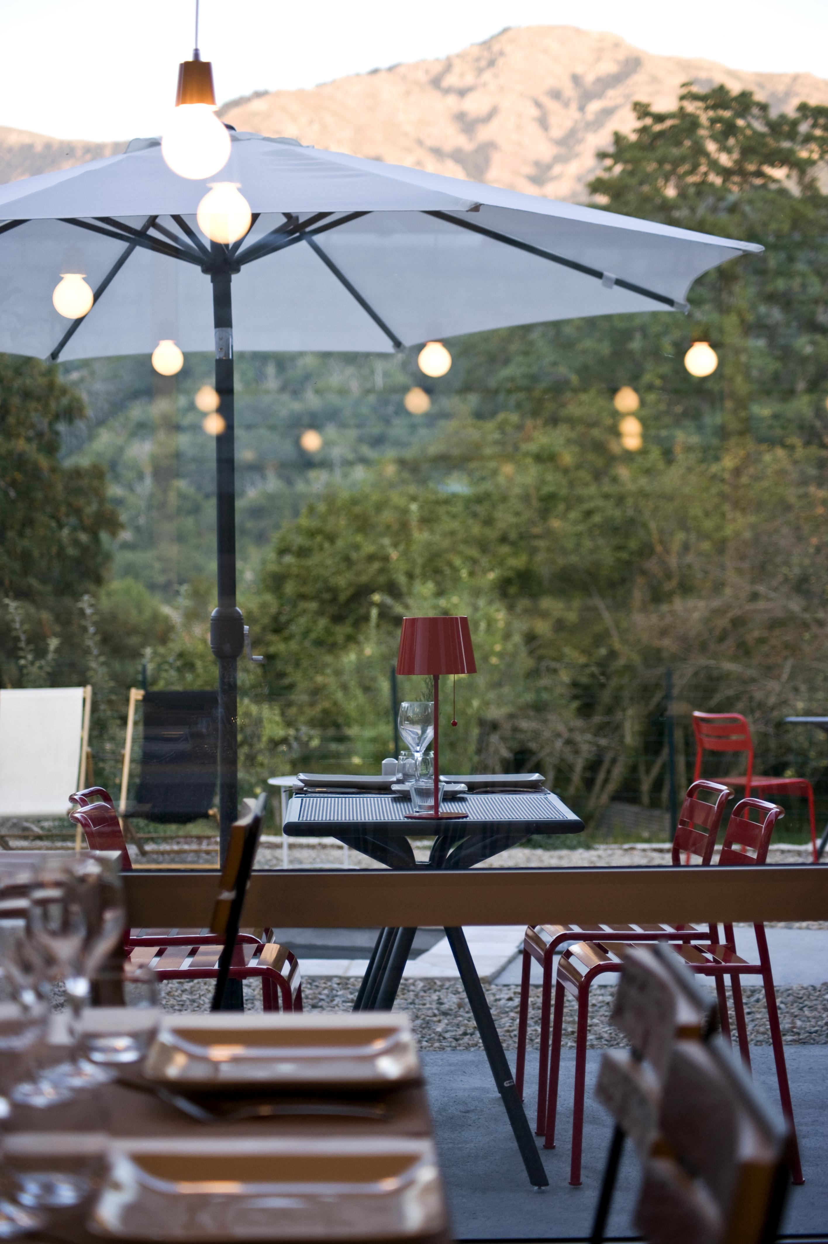 Soirée d'été en terrasse hôtel de charme Corse