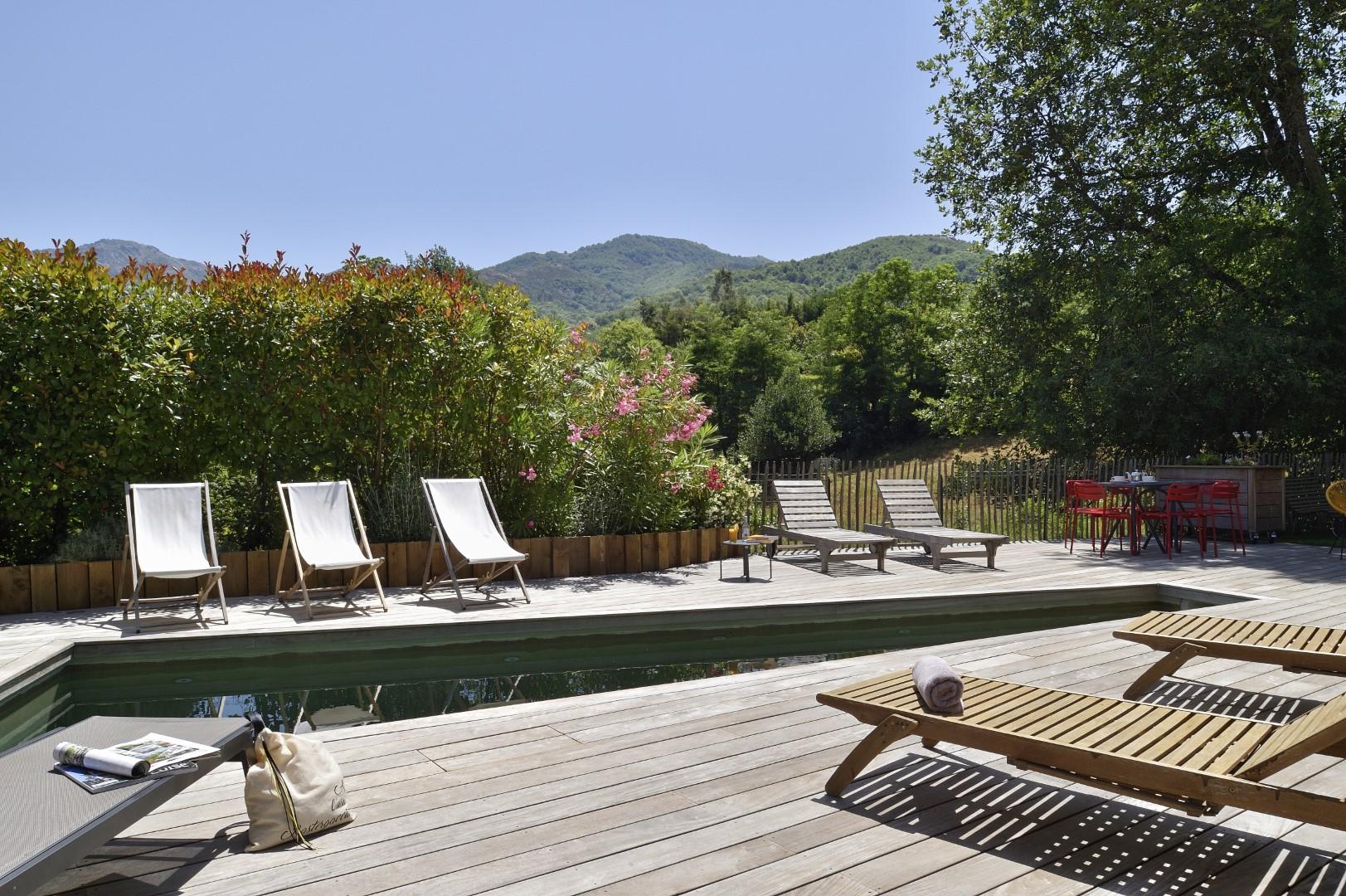 Moment détente dans un hôtel avec piscine originale en corse