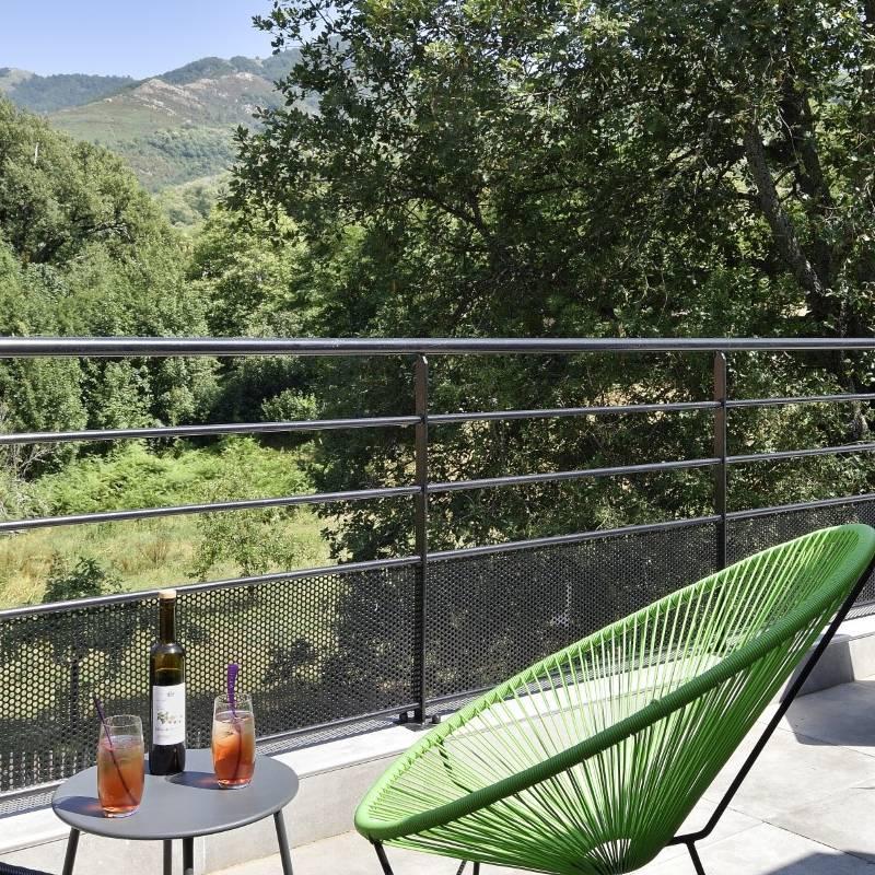 Chambre avec terrasse ensoleillée hôtel Ajaccio piscine