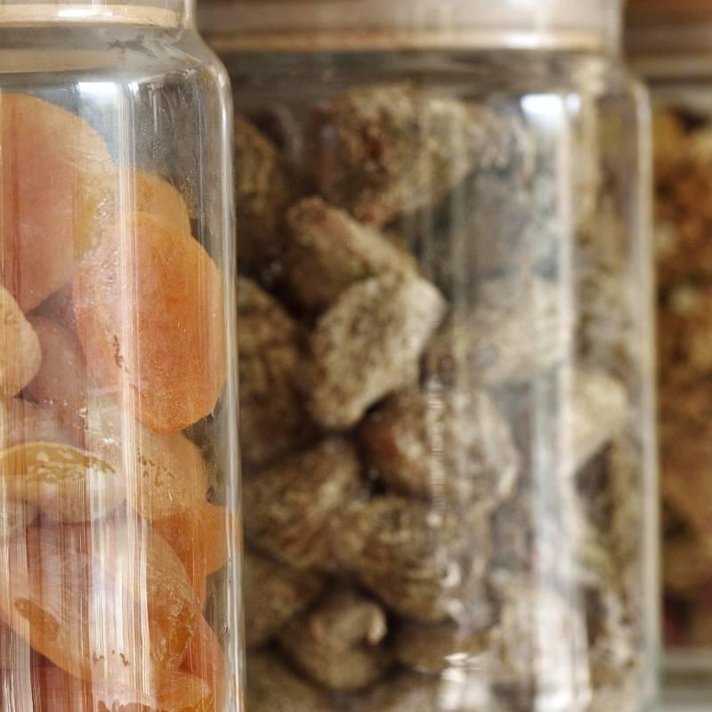 des fruits secs au petit-déjeuner hôtel montagnes Corse