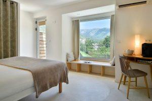 Suite Junior avec lit double et vue sur les montagnes, hotel design corse, Boutique Hôtel Artemisia.